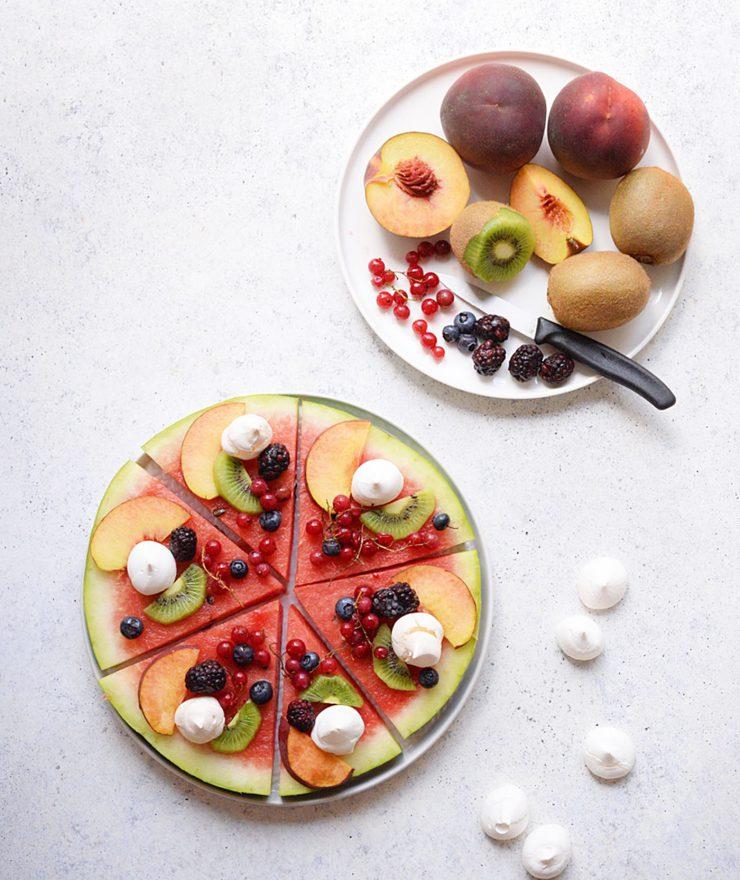 Anguria con frutta e meringhe